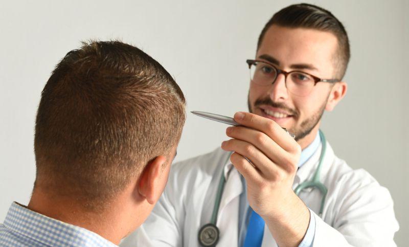 paciente y medico injerto capilar